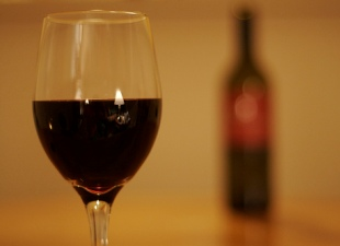 Study Dispels Belief That Alcohol Causes Depression